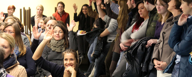 The number of students who attended the first-ever Student Paper Info Night at the University Library of JGU was much larger than expected. (photo: Stefan F. Sämmer)